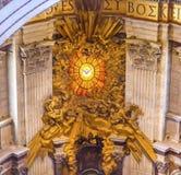 Базилика Ватикан Рим Италия ` s St Peter святого духа трона Стоковые Изображения