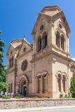 Базилика собора Св.а Франциск Св. Франциск Assisi также известного как собор Св.а Франциск Св. Франциск в городском Санта-Фе Неш- стоковое фото rf