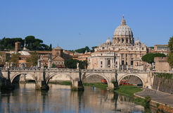 Базилика St Peter моста Ponte Sant Angelo (Vaticane) Стоковое Изображение RF