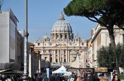Базилика St Peter st vatican peter rome s фонтана города bernini базилики предпосылки квадратный Стоковое Изображение RF