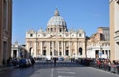 Базилика St Peter st vatican peter rome s фонтана города bernini базилики предпосылки квадратный Стоковое Изображение