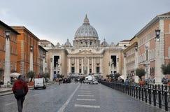 Базилика St Peter st vatican peter rome s фонтана города bernini базилики предпосылки квадратный Стоковое Фото