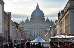 Базилика St Peter st vatican peter rome s фонтана города bernini базилики предпосылки квадратный Стоковые Изображения