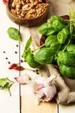 Базилик, чеснок и грецкие орехи Стоковая Фотография RF