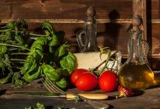 Базилик, чеснок, томаты и сыр Стоковая Фотография RF