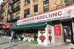 Бакалея в Гарлеме в Нью-Йорке, США стоковое фото