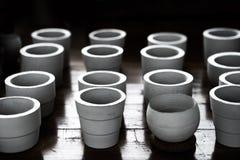 Баки белой глины керамические засаживая Стоковое Фото