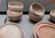 Баки и гончарня найденные на месте Qumran стоковое изображение
