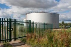 баки для хранения нефтехимического завода масла индустрии Стоковое фото RF