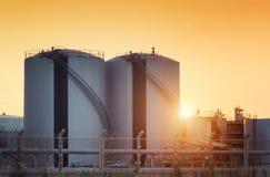 Баки для хранения природного газа стоковая фотография rf