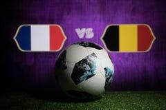 БАКУ, АЗЕРБАЙДЖАН - 8-ОЕ ИЮЛЯ 2018: Творческая концепция Должностное лицо Россия шарик футбола 2018 кубков мира Adidas Телстар 18 Стоковые Изображения RF