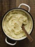 Бак деревенской картошки месива Стоковые Фото