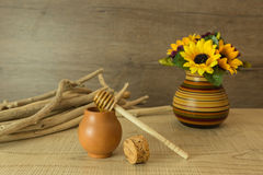 Бак и цветки меда Стоковая Фотография