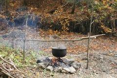 Бак на лагерном костере Стоковая Фотография