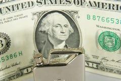 бак нефти руки доллара стоковые фотографии rf