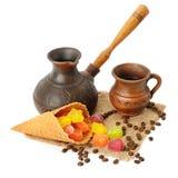Бак, чашка кофе, jujube и waffles кофе изолированные на белизне Стоковые Изображения