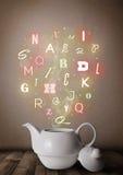 Бак чая с красочными письмами Стоковая Фотография