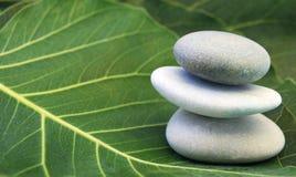 балансируя камни Стоковые Изображения