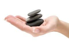 балансируя штабелированные камни Стоковые Изображения RF