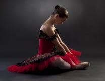 балетная пачка красного цвета балерины стоковые изображения rf