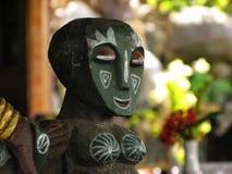 БАЛИ - ИНДОНЕЗИЯ - ИЮЛЬ 2007: элемент оформления высекаенной деревянной мебели стоковые изображения rf