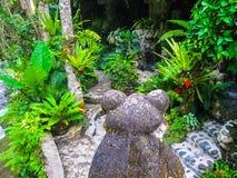 Бали, Индонезия - 13-ое апреля 2012: Взгляд бассейна КУРОРТА на гостинице Tjampuhan Стоковые Фото