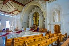 БАЛИ, ИНДОНЕЗИЯ - 8-ОЕ МАРТА 2017: Взгляд from inside Katedral Roh Kudus, католической церкви, расположенной в Денпасаре внутри Стоковое Изображение RF