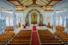 БАЛИ, ИНДОНЕЗИЯ - 8-ОЕ МАРТА 2017: Взгляд from inside Katedral Roh Kudus, католической церкви, расположенной в Денпасаре внутри Стоковые Изображения