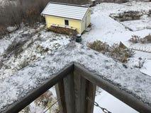 Балкон вне дня снега дома Стоковые Изображения