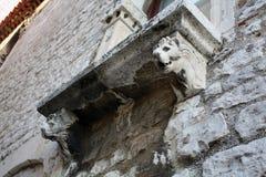 Балкон с львом на доме Стоковые Изображения RF