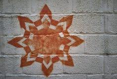 Баллончик чертежа на белой стене Стоковые Изображения RF