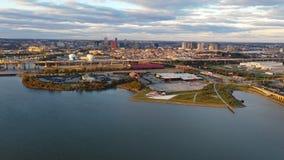 Балтимор Мэриленд над часом пик захода солнца гавани сток-видео