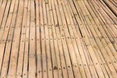 Бамбуковая предпосылка настила Бамбук в тропическом лесе тропического острова Бали, Индонезии Стоковое Фото