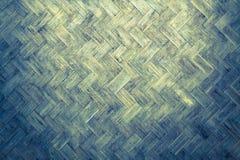 Бамбуковая древесина weave от handmade корзины ремесел с пакостными грибком или прессформой Стоковое Изображение RF