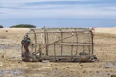 Бамбуковая рыб-ловушка с узкой шеей - тайский традиционный рыбозавод t стоковое фото