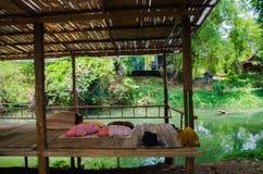 Бамбуковая терраса рекой на праздник семьи Стоковые Изображения