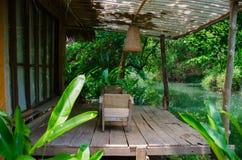 Бамбуковая терраса рекой на праздник семьи Стоковые Фото
