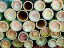 Бамбуковая трубка для glutinous риса зажарила в духовке в рынке стоковое изображение