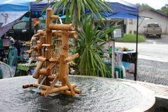 Бамбуковое handmade колеса воды местное в рынке Стоковые Фото