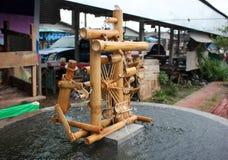 Бамбуковое handmade колеса воды местное в рынке Стоковые Изображения RF
