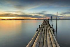 Бамбуковый мост в море сумерк Стоковое фото RF