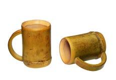 2 бамбуковых чашки изолированной на белой предпосылке Стоковая Фотография