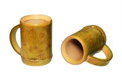 2 бамбуковых чашки изолированной на белой предпосылке Стоковые Изображения RF