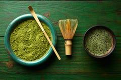 Бамбук порошка чая Matcha chasen и черпает ложкой Стоковая Фотография