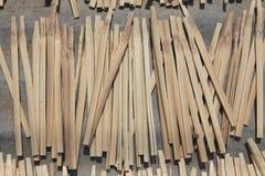 Бамбук разделенный для того чтобы раздробить бары на участки Стоковая Фотография