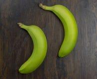 2 банана витамина красиво свежих сочных тропического на древесине Стоковая Фотография RF