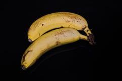 2 банана изолированного на черной предпосылке Стоковые Изображения