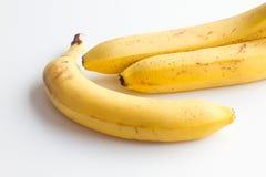 3 банана на белой предпосылке в угловой рамке фото Стоковые Фото