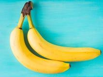 2 банана на зеленой пастели Стоковые Изображения RF