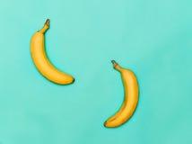 2 банана против голубой предпосылки Стоковое фото RF